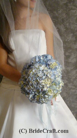 Do you want a super simple hydrangea bridal bouquet for you or the maids